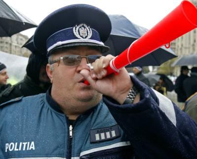 http://www.sroscas.ro/site/wp-content/uploads/politist111111-mediafax-fot.jpg