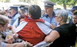 Din cauza reducerilor salariale, medicii au ajuns sa se imbranceasca si cu politistii